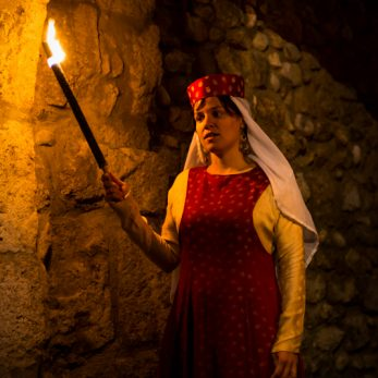 Visite théâtrale nocturne groupes Pérouges